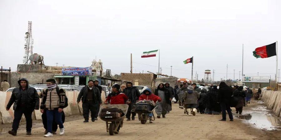 پناهندگان افغانستانی بیمه میشوند